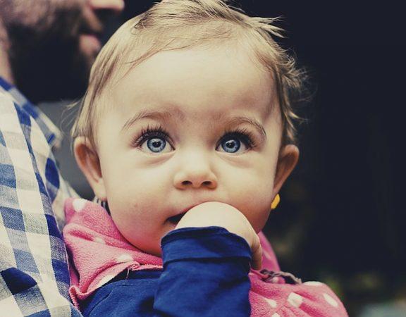 alegerea agentiei de babysitting